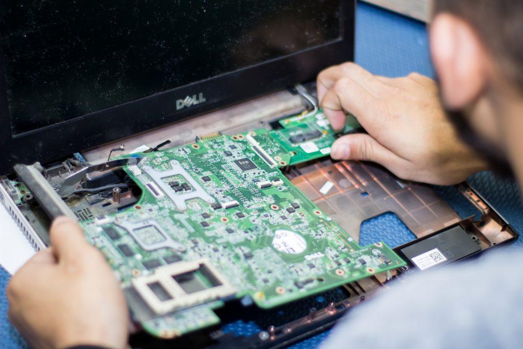 Reperatur-2-Notebook-Computer-PC-Hilfe-Service-Laptops